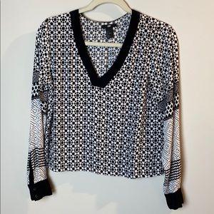 H&M v neck blouse size 4
